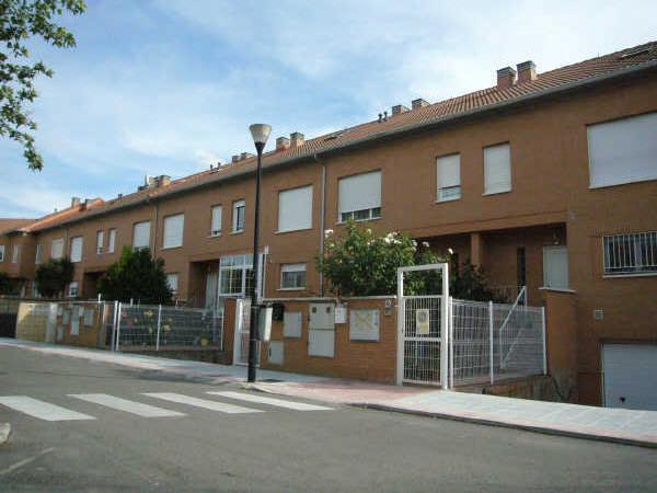 adosado_pareado_en_venta_245m2_4_dormitorios_en_azuqueca_de_henares_100992066967950464.jpg