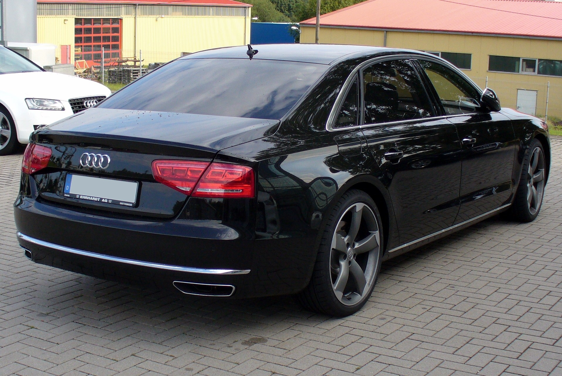 Audi_A8_L_W12_quattro_tiptronic_Phantomschwarz_Heck.JPG
